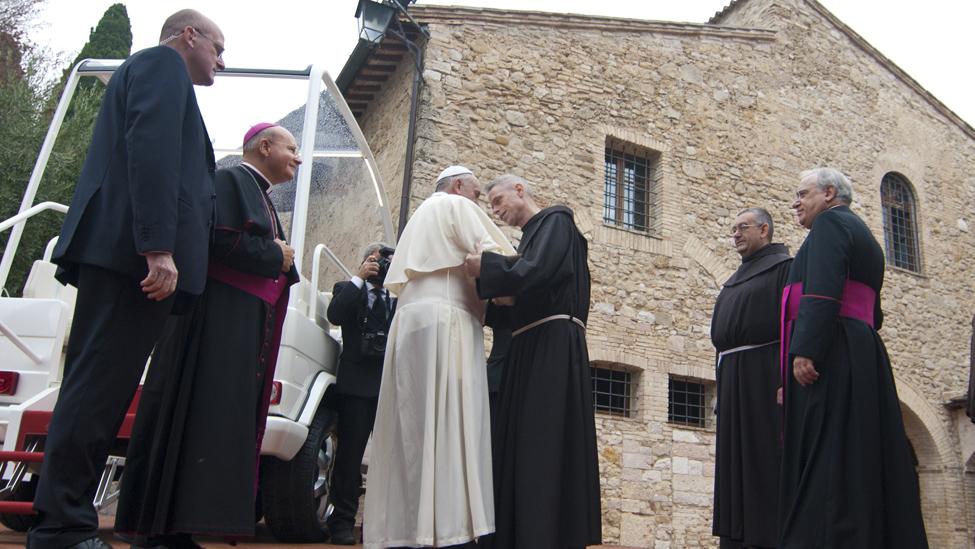 Papa Francesco e i frati (foto di F. Troccoli)