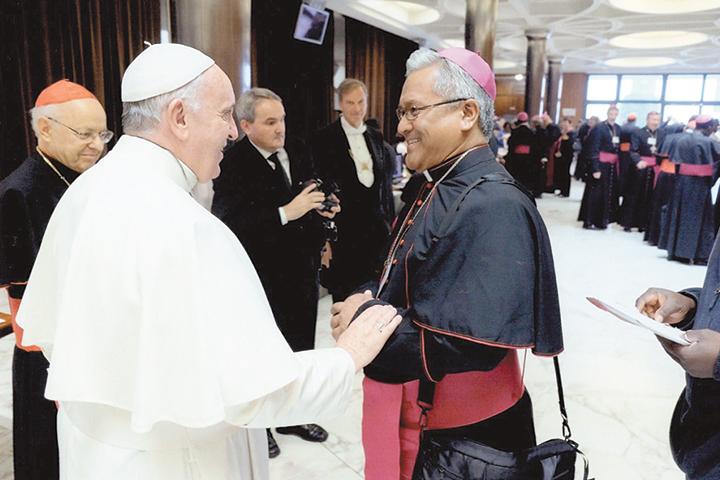 Papa Francesco con il Card. Soane Mafi