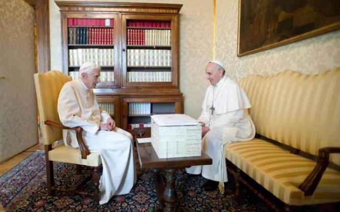 Il primo incontro tra i due Papi.