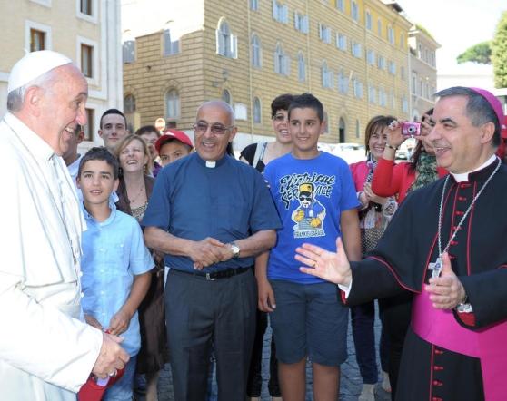 Il Papa scherza con Mons. Becciu
